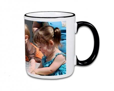 Mug avec poignée et rebord en couleur à personnaliser avec une photo