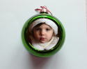 Boule de Noël vert clair à personnaliser avec une photo